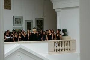 Студенческий хор встречает Митрополита Павла и Митрополита Филарета в Национальном музее